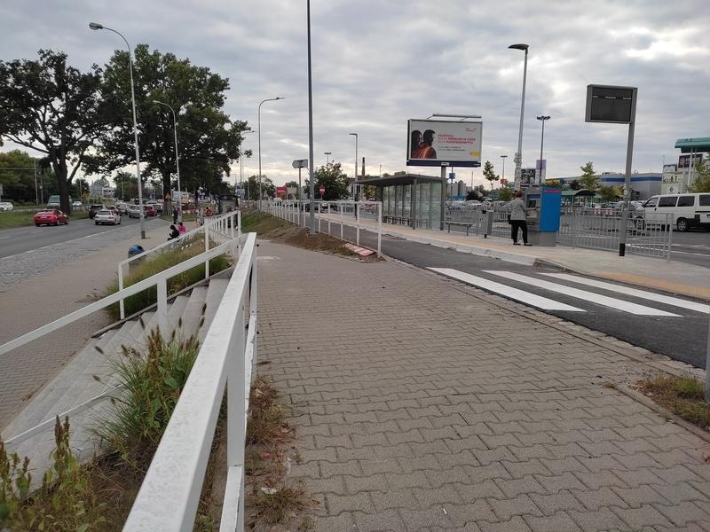 Przystanek autobusowy przy CH Korona został przeniesiony bliżej parkingu