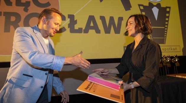 Daria Mostowa odbiera nagrodę publiczności