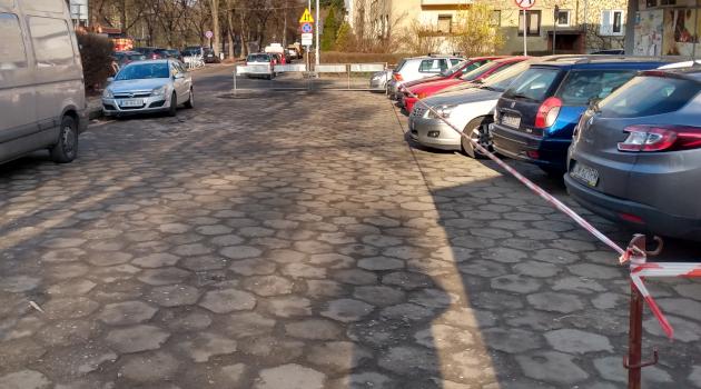 parking przy pętli Biskupin