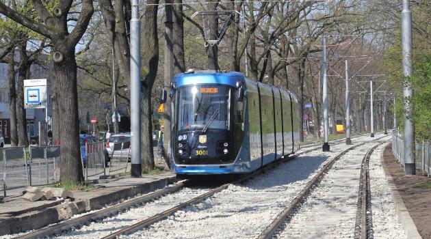 tramwaj na ul. Olszewskiego we Wrocławiu