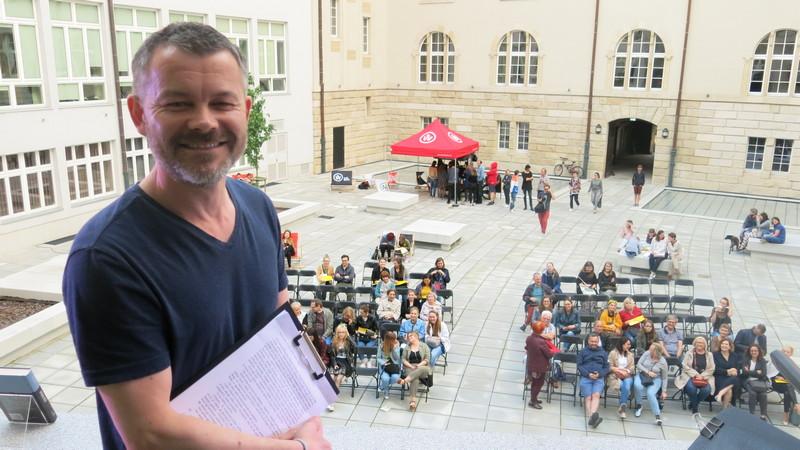Jacek Braciak nie krył zadowolenia z uczestnictwa - po raz drugi - w Europejskiej Nocy Literatury, fot. Bartosz Moch