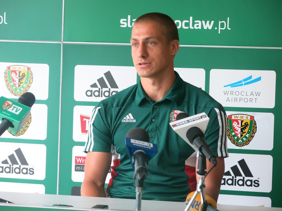 Kapitan WKS-u Piotr Celeban na konferencji prasowej przed meczem z Arką Gdynia.