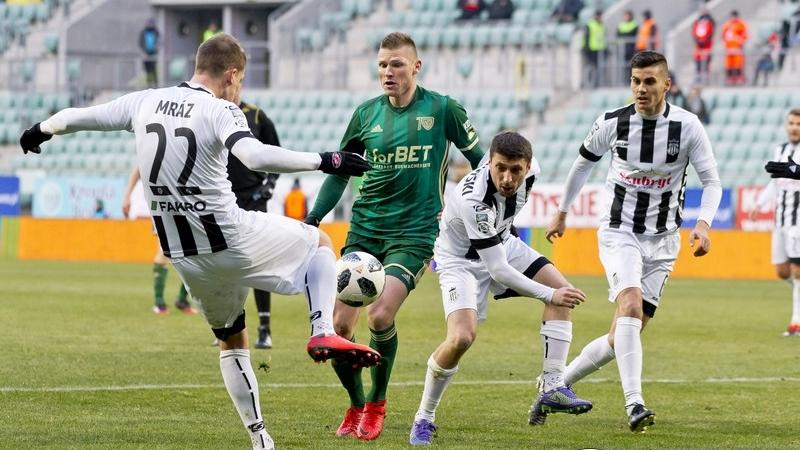 Podopieczni trenera Pawłowskiego nie byli w stanie pokonać w sobotę ostatniej w tabeli Sandecji Nowy-Sącz i wciąż pozostają zespołem bez wygranej w rundzie wiosennej Lotto Ekstraklasy, fot. Krystyna Pączkowska, WKS Śląsk Wrocław.