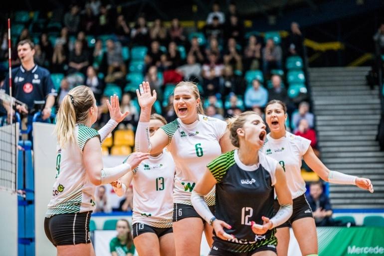 Wrocławskie siatkarki w tym sezonie w hali w Twardogórze regularnie wygrywają. Czy tym razem wywalczą punkty w pojedynku z mistrzyniami Polski? Fot. #VolleyWrocław