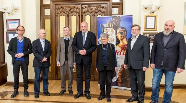 Nowi jurorzy Nagrody Angelus odebrali nominacje z rąk prezydenta Wrocławia fot. wroclaw.pl