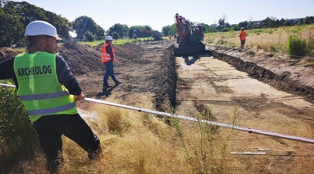 Archeolodzy sprawdzają czy na budowie Osi Zachodniej nie ma pozostałości średniowiecznej osady /fot. Wrocławskie Inwestycje