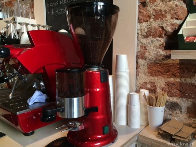 kawa na wynos - termiczne kubki w gotowości