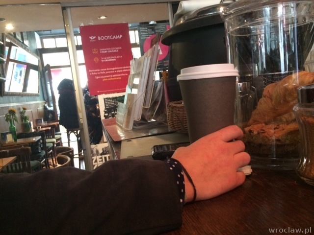 coffee to go w Dwie Małpy CoffeeShop
