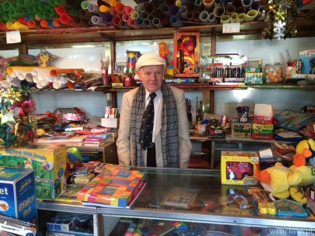 ddb3942224a2dc Kazimierz Wojnowski, wielki człowiek w małym sklepie   www.wroclaw.pl