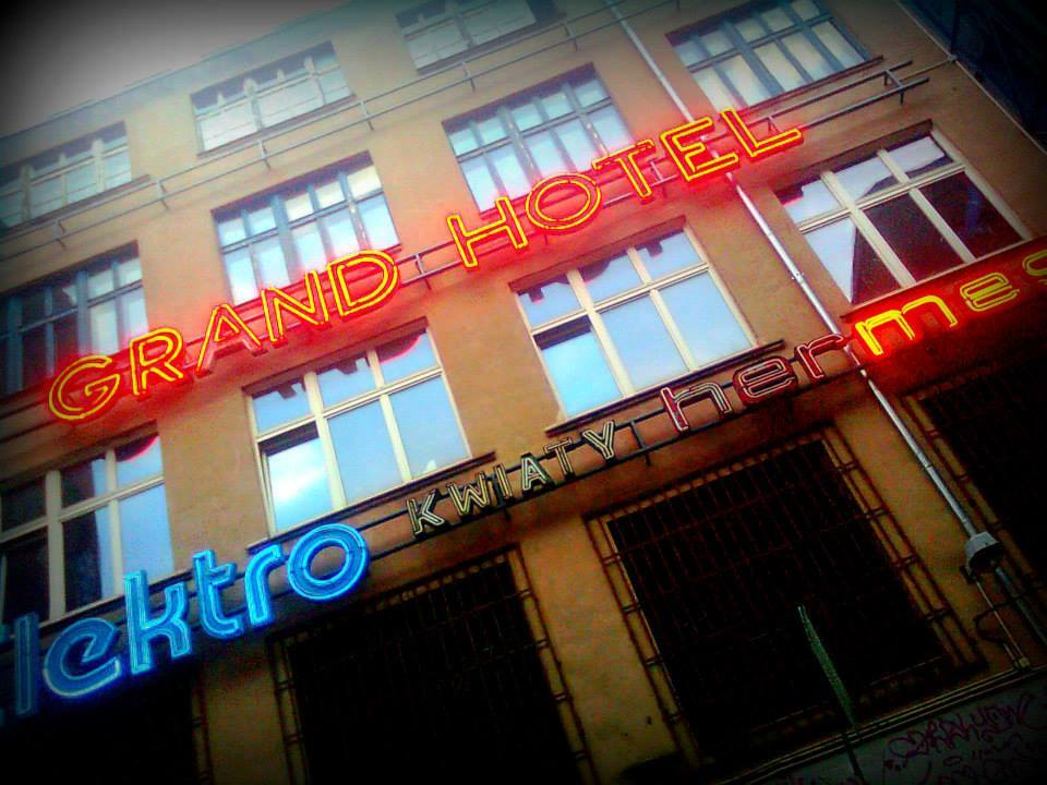 neon side wrocław