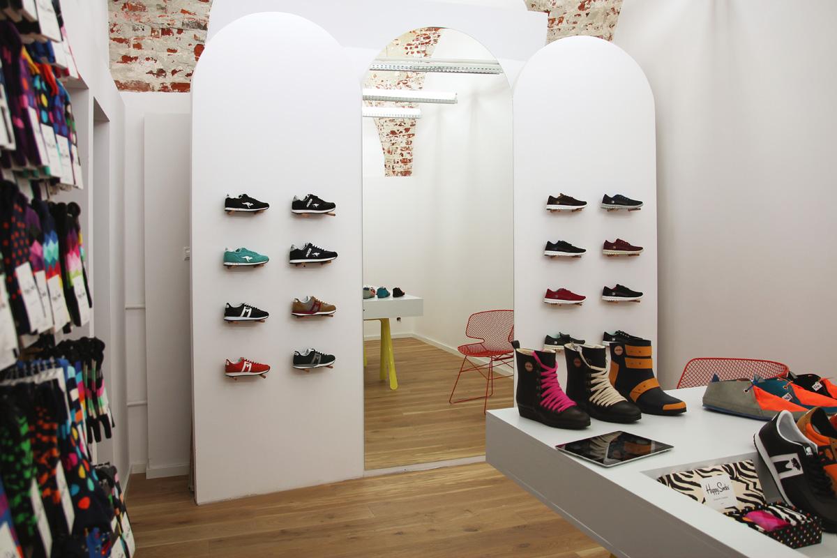 9a4dabfc Marki, które wybieramy, swoje buty tworzą zgodne z zasadami Fair Trade,  czyli nawet jeśli ich produkcja odbywa się w Chinach, to mamy pewność, że  pracujące ...