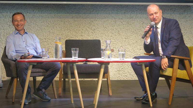Maciej Bluj, wiceprezydent Wrocławia oraz Miłosz Franaszek, szef projektu VOZILLA podsumowali pół roku działania wypożyczalni, fot. Bartosz Moch