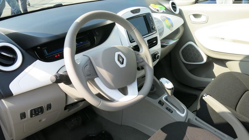 Tak w środku wyglądają nowe pojazdy Vozilli - Renault ZOE, fot. Bartosz Moch
