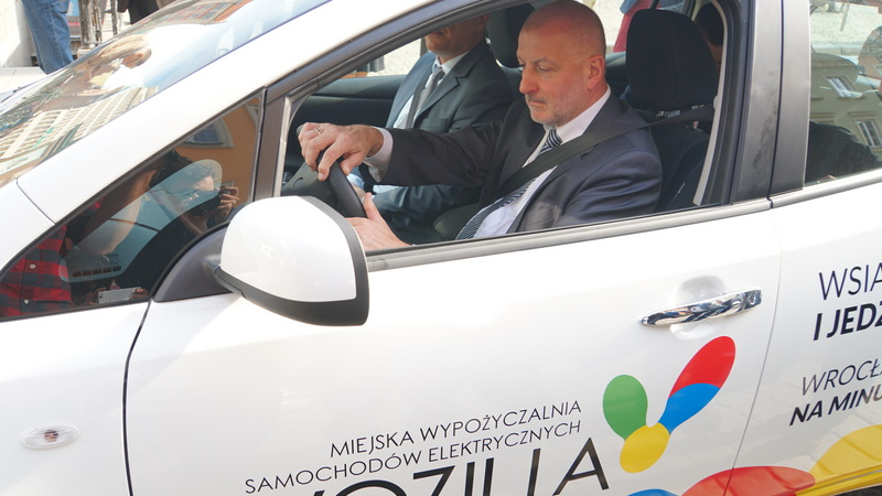Prezydent Rafał Dutkiewicz testuje Vozillę, fot. Bartosz Moch