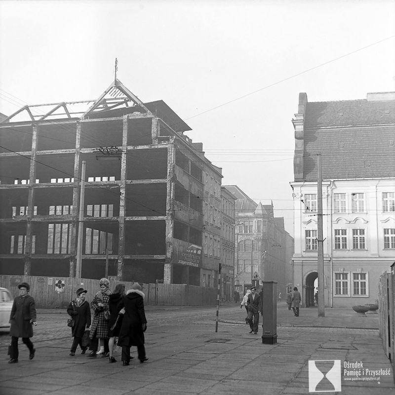 https://www.wroclaw.pl/files/pamiec-i-przyszlosc/z-lewej-riuny-towarowego-Bielschowsky.jpg
