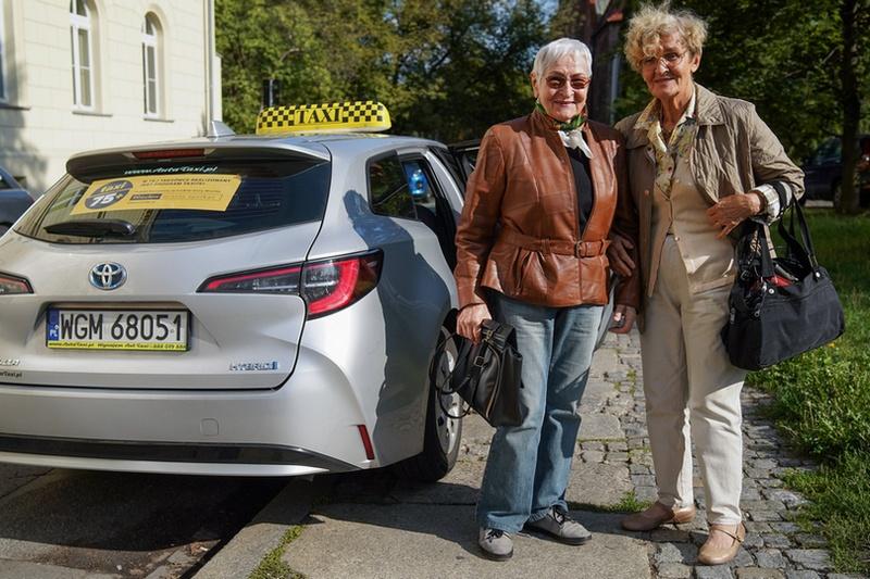 Katarzyna Słuka i Irena Knossalla aktywnie korzystają z Taxi Senior. Fot. UMW