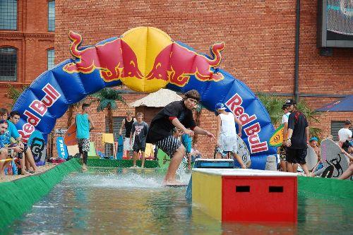 Red Bull Roof Slide – zawody skimboardowe
