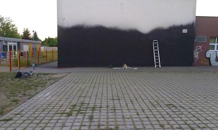 Graficiarze malują szkołę podstawową