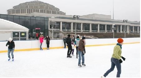 Mikołajki na lodowisku przy Hali Stulecia