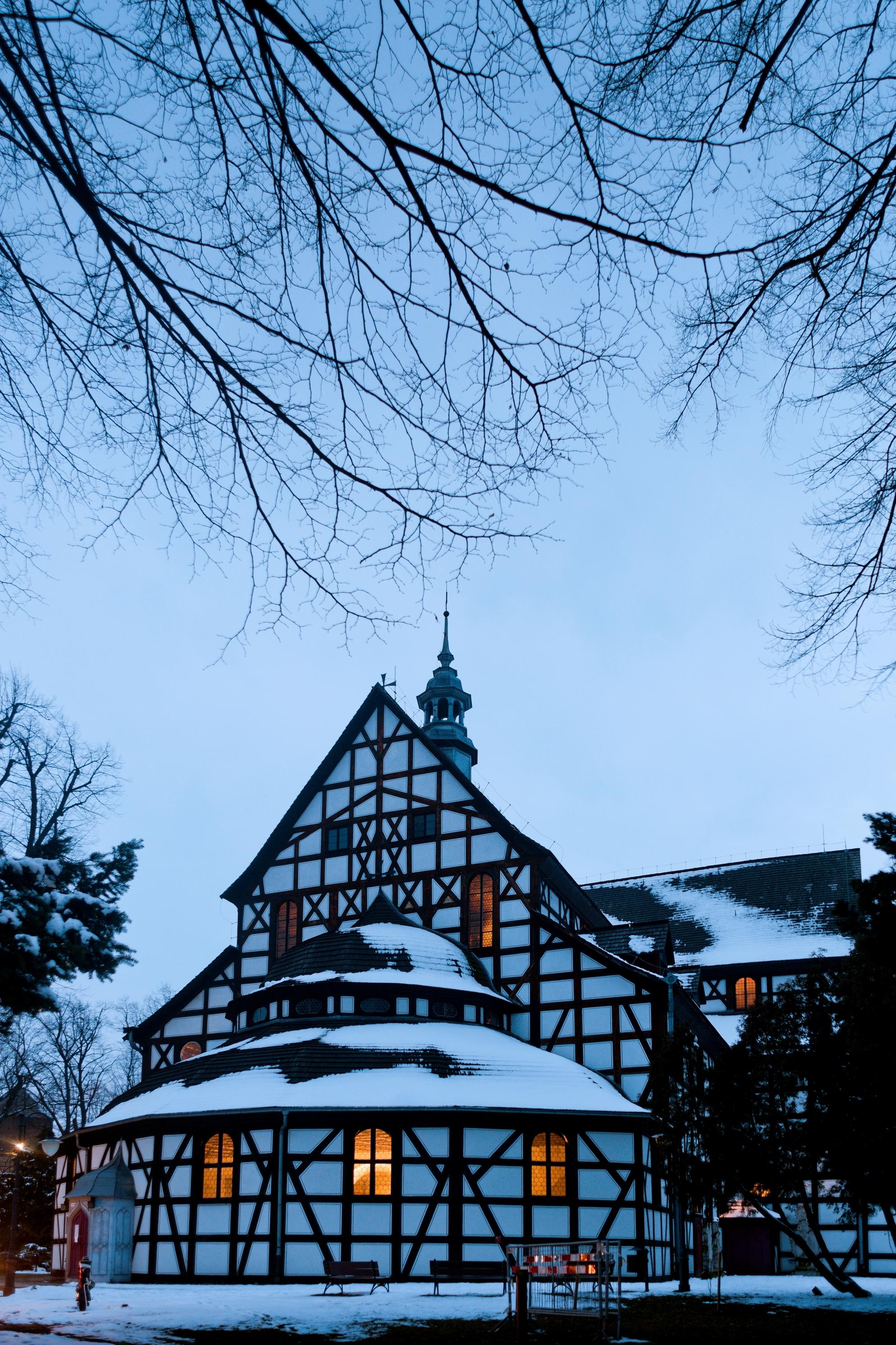 """Wystawa fotografii """"Kościoły Pokoju na Dolnym Śląsku"""" w Domu Edyty Stein"""