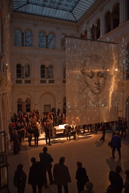 """Pokaz multimedialnej instalacji """"Śpiąca…"""" w Muzeum Narodowym"""