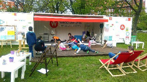 Park Tołpy: zumba, akrobatyka i zielona czytelnia