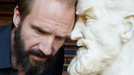 """Kino Nowe Horyzonty – """"Człowiek i Nadczłowiek"""" z Ralphem Fiennesem"""