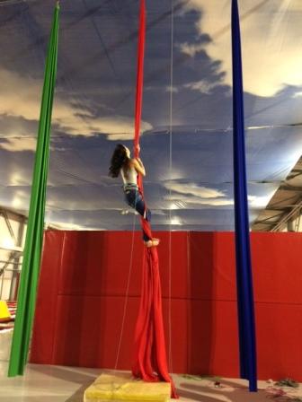 Akrobatyka na szarfach dla dzieci i młodzieży