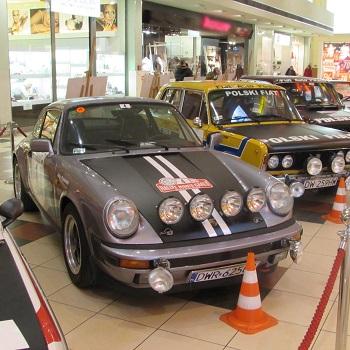 Bezpieczny weekend i stare samochody w Auchan bielany