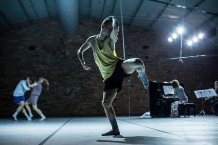 Warsztaty tańca współczesnego z Tomkiem Pomersbachem