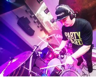 Dziubee Drummer Live Drum Show