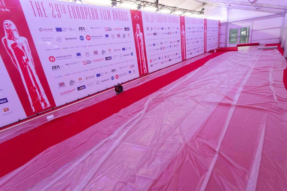 Czerwony dywan przed Narodowym Forum Muzyki