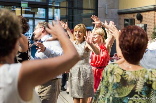 Potańcówki w Capitolu – śpiewa Pola Błasik