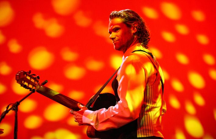 Jesse Cook : World Music in one guitar