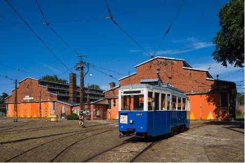 Zabytkowy tramwaj Konstal 4N1 mobilną galerią sztuki