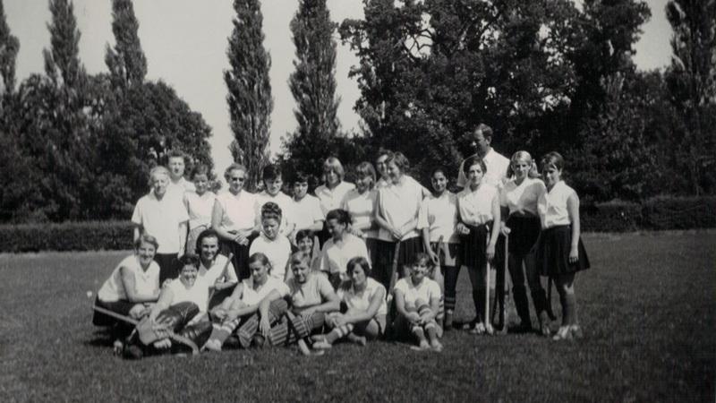 Żeńska drużyna hokeja na trawie, lata 70-te XX wieku Fot. archiwum KKS Polonia Wrocław