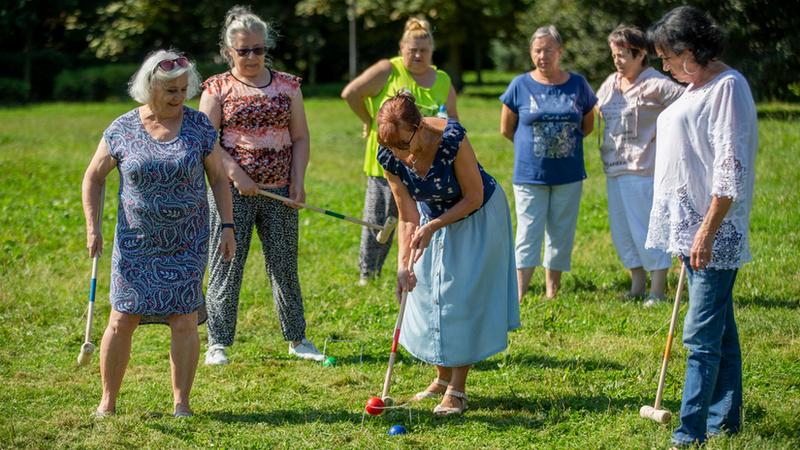 Seniorki z Nadodrza co czwartek grają w krokieta, fot. Tomasz Hołod / Redakcja www.wroclaw.pl