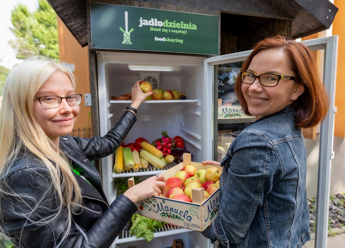Przedstawiciele Foodsharing Wrocław zachęcają do dzielenia się jedzeniem w jadłodzielniach